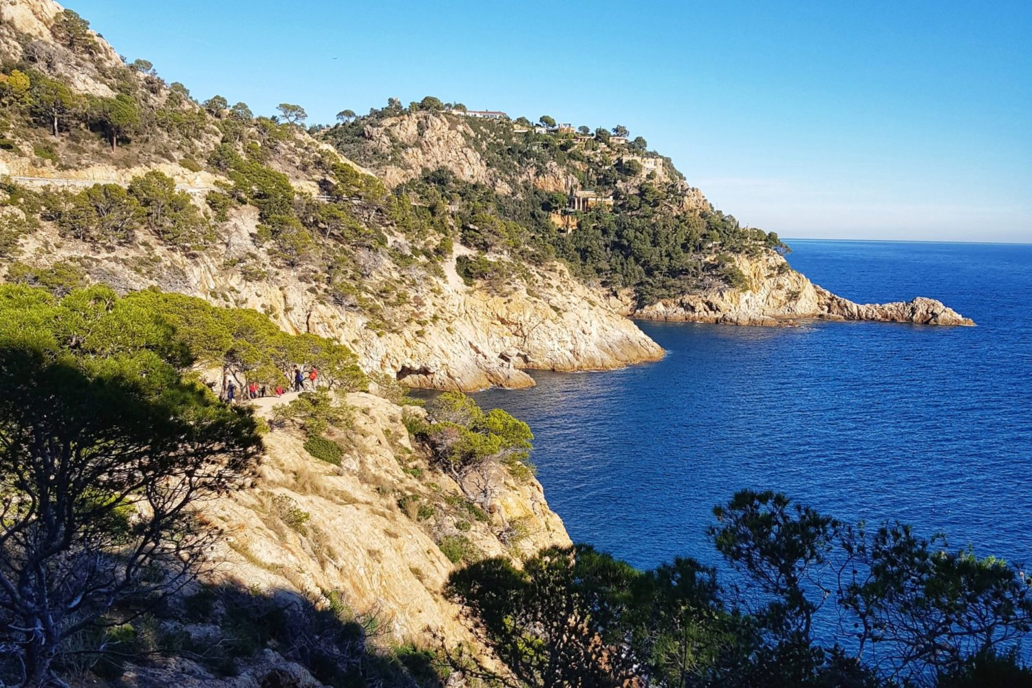 Coastal walk with magical views in Tossa de Mar. Active holidays in the Costa Brava.