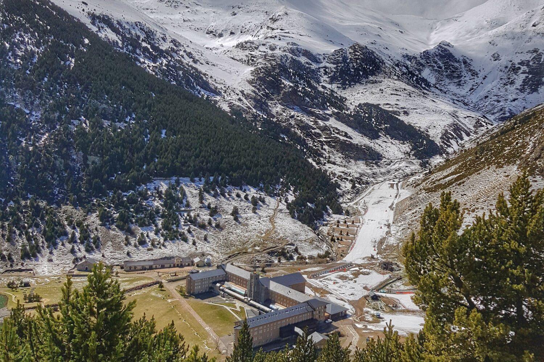 Spring snow in Vall de Nuria valley