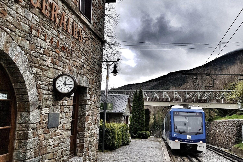 Cremallera train in Queralbs station